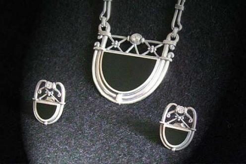 Erlesenes Art Deco Schmuckset Collier mit Ohrsteckern, Silber