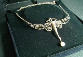Antik Halskette Kette Collier Schmetterling mit Opalen und Perle