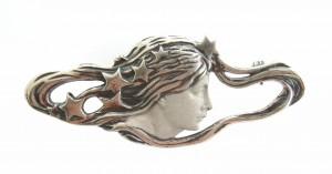 Brosche Frauenkopf im Stile von Alphonse Mucha