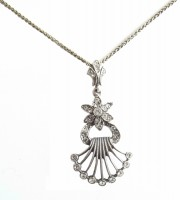 Anhänger mit Halskette im Viktorianischen Stil